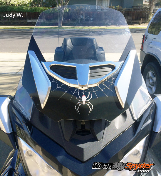 RT-Spyder-Drop windshield with adjustable vent