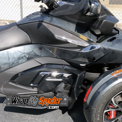 2020-BRP-Can-am-Spyder-RT--gloss-carbon-fiber--knee-panel