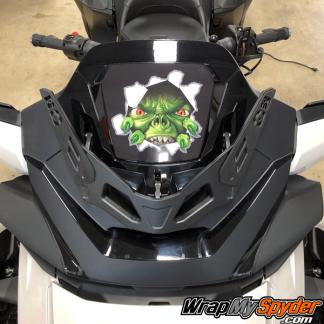 2020-Spyder-RT-Windshield-Plate-logo-The-Beast
